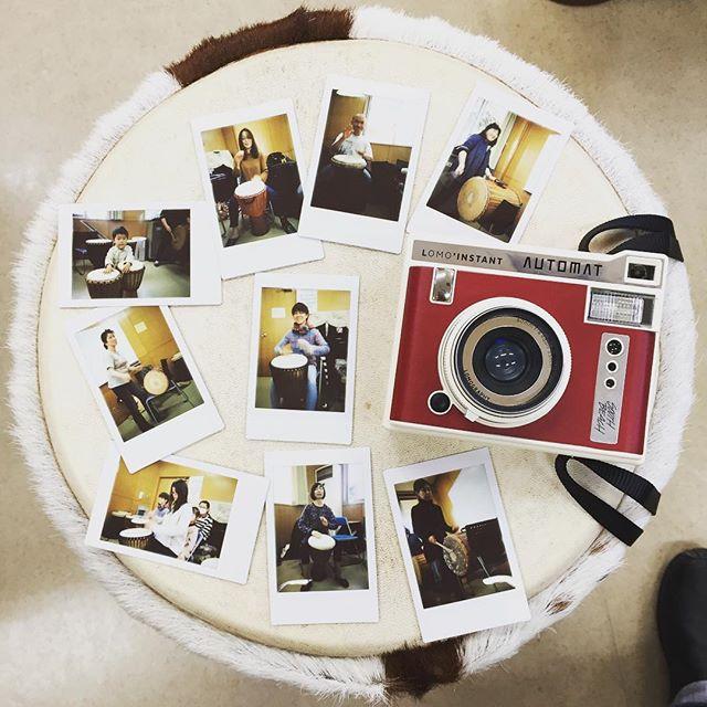 今日はジャンベクラスでした!暖かくなってきて、参加者も増えて盛り上がりましたそしてここでもロモインスタント!皆が叩いてるところを撮ってプレゼントしました♪インスタントカメラは、コミュニケーションツールですね#lomography #lomoinstant #automat #instantcamera #instaxmini #djembe #lesson #tsukuba #つくば #ジャンベ #percussion #portrait #drums #drumming