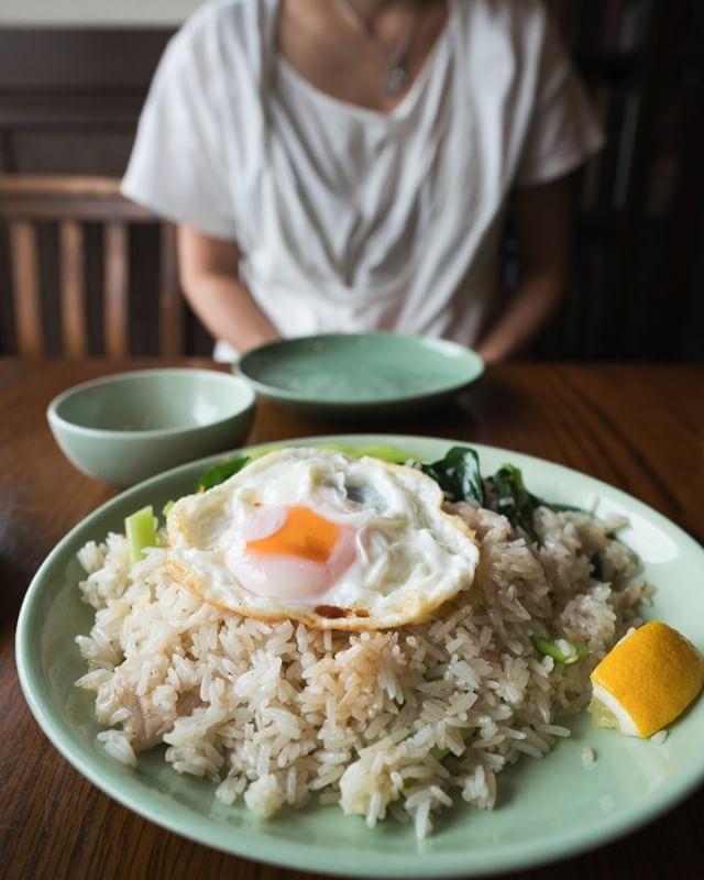 昨日食べたPumpuiの豚チャーハン。ジャスミンライスでパラパラ、ニンニクが効いてこれが美味いんだな。あー腹減った。 #pumpui #tsukuba #つくば #thaifood #タイ料理 #チャーハン #目玉焼きのせ #最高の相性 #間違いない #lunch #ランチ