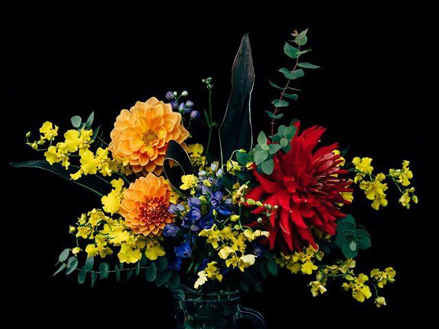 妻へのバースデープレゼント。花束と本人の写真はスッピンのため掲載許可下りず@aquabloom_tsukuba アクアブルームのマリさんのアレンジはいつ頼んでも惚れ惚れする美しさ。ありがとうございました!...#花束 #生花 #生花アレンジ #aquabloom #tsukuba #ibaraki #flower #flowerstagram #sonya7rii sonyimages #つくば #茨城
